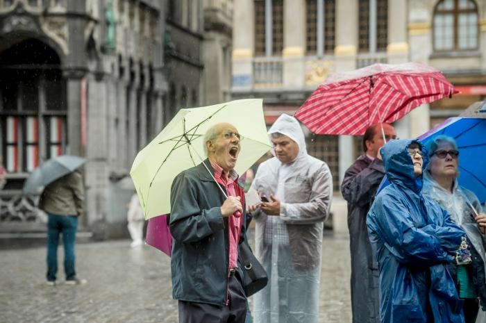 Regen op de Grote Markt in Brussel, foto: Jimmy Kets